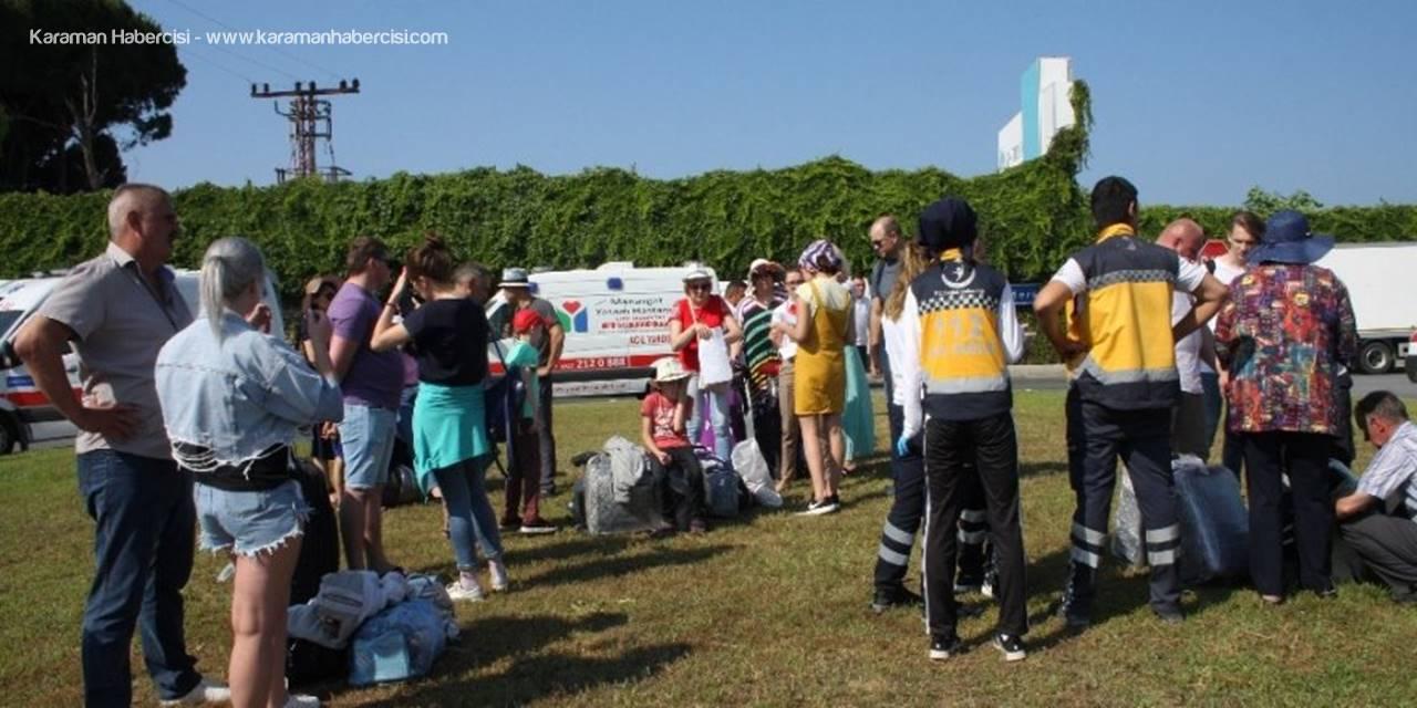 Antalya'da Trafik Kazası: 4'ü Turist 9 Yaralı