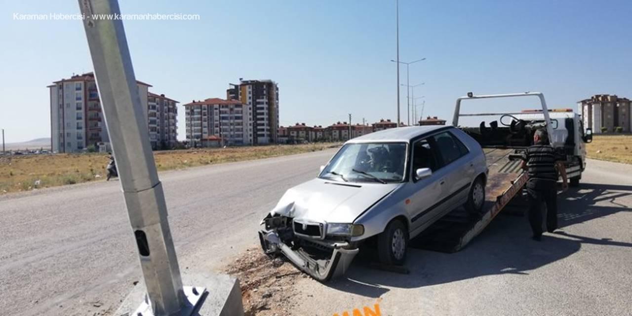 Karaman'da Kontrolden Çıkan Otomobil Direğe Çarptı