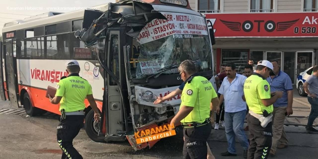 Mersin'de Yolcu Otobüsü İle Servis Otobüsü Çarpıştı