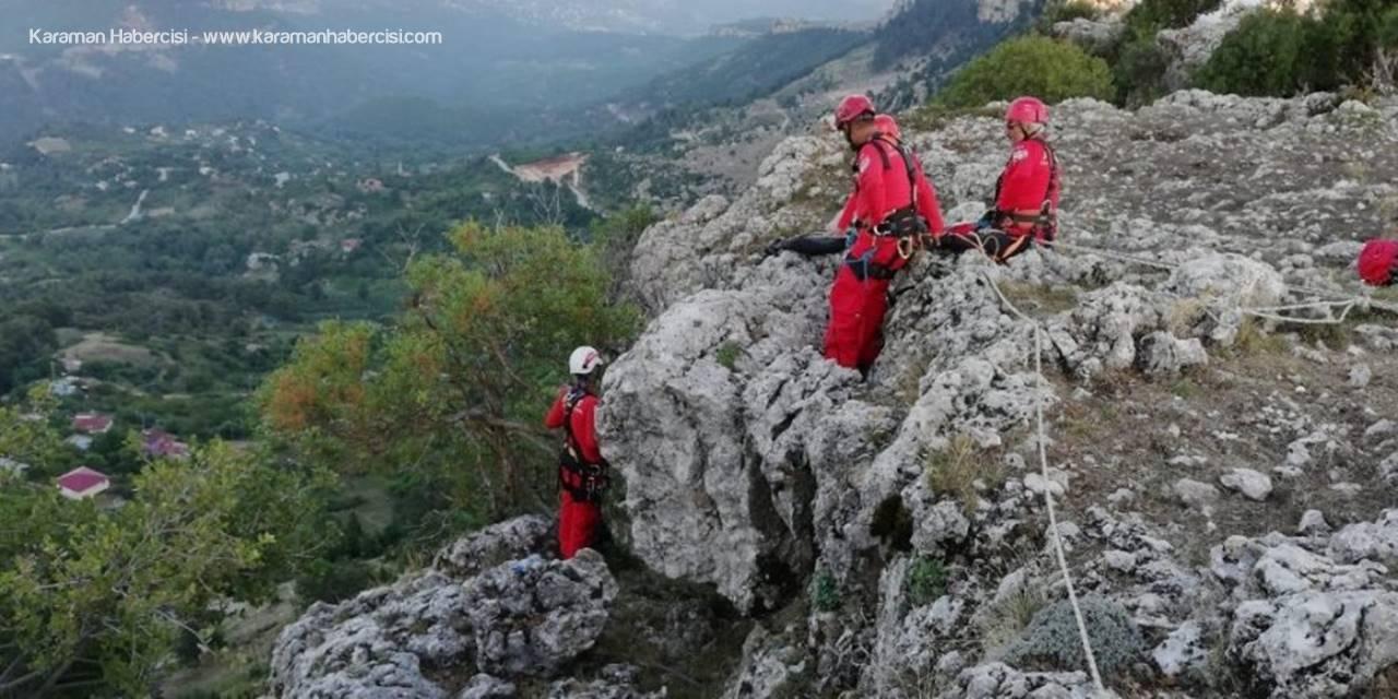 Dağ Yamacında Mahsur Kalan Keçiyi Akut Kurtardı