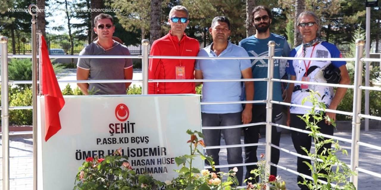 Yamaç paraşütçüleri şehit Ömer Haslidemir'in mezarını ziyaret etti