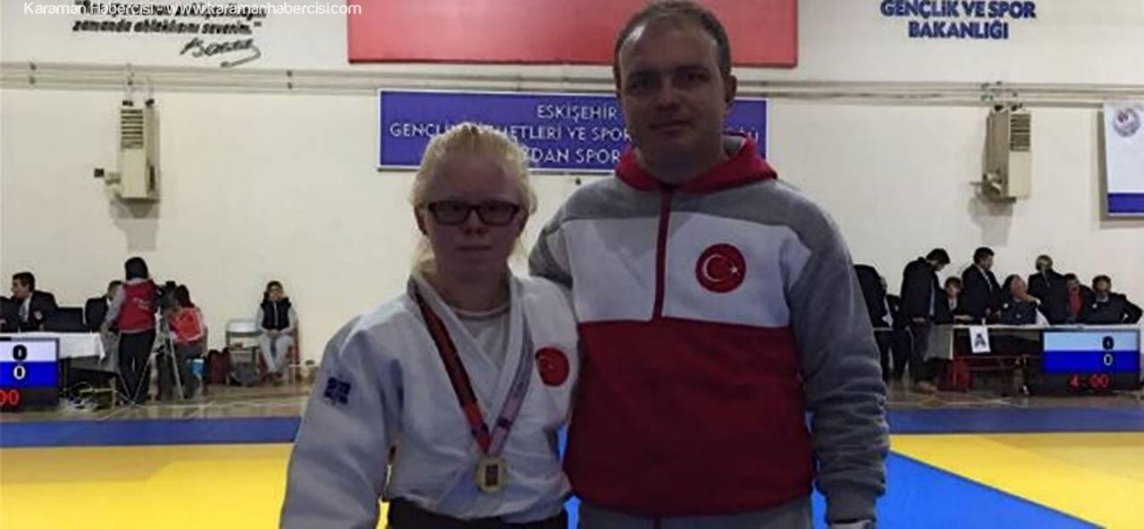 Türkiye Judo Şampiyonu Cahide Eke