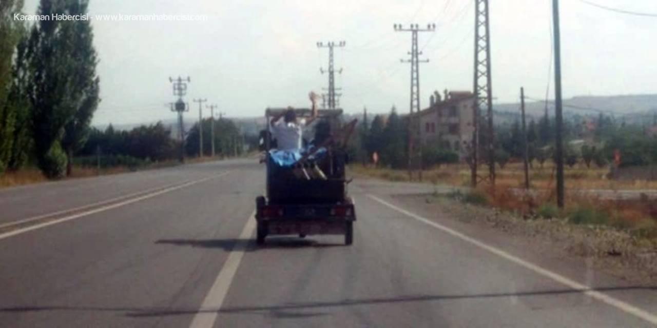 Üç Tekerlekli Motosiklette Oynayarak Yolculuk Yaptılar