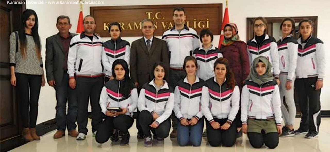 Vali Tapsız'a Basketbolculardan Sürpriz Ziyaret