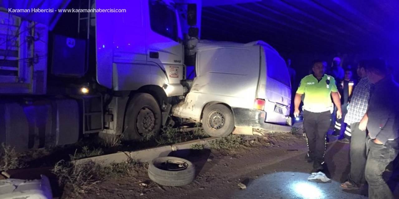 Konya'da Minibüs İle Tır Çarpıştı: 1 Ölü