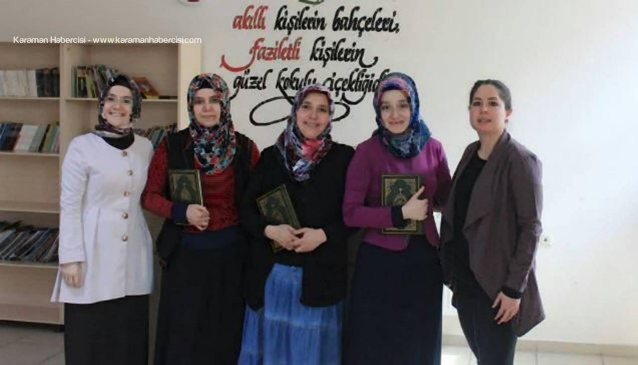 Dünya Kadınlar Gününde Kur'an-ı Kerim Hediye Edildi