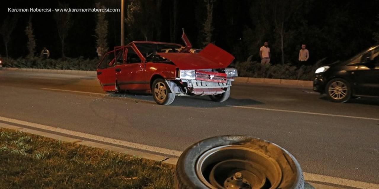 Niğde'de Özel Halk Otobüsü İle Otomobil Çarpıştı: 5 Yaralı