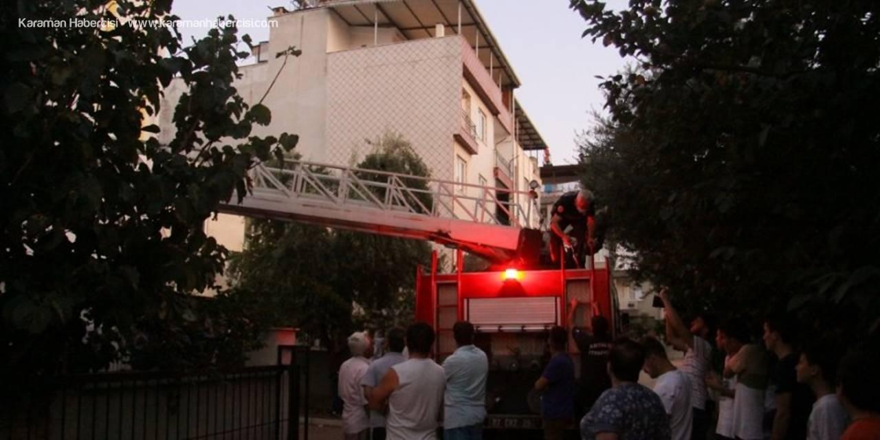 Binadan Gelen 'Kötü Koku' İhbarı Polisi Harekete Geçirdi