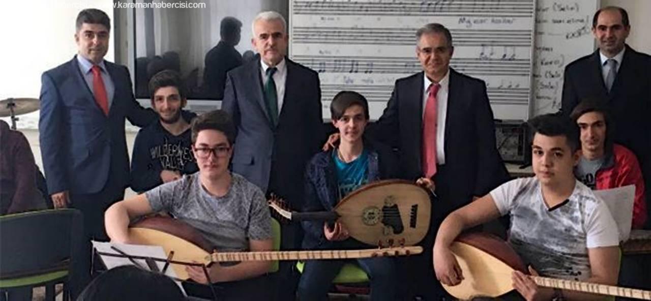 Vali Tapsız Türk Halk Müziği Korosunu Ziyaret Etti