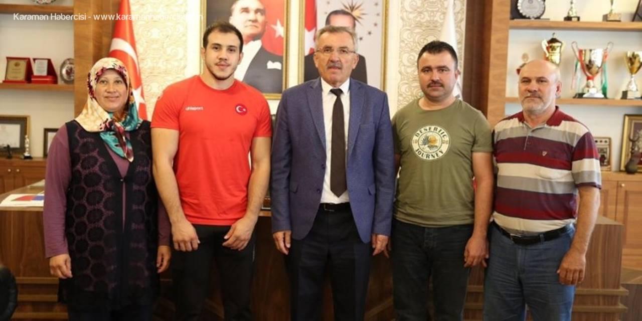Başkan Aputkan, Balkan Gençler Şampiyonu Nail Seyyar ve Ailesini Makamında Kabul Etti