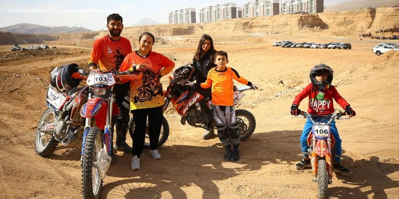 Mutlu Aile Ailecek Motosiklet Tutkunu