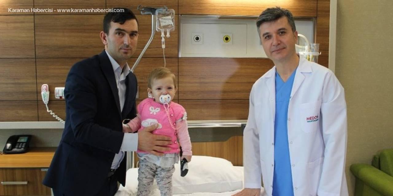 Karın Ağrısı İle Hastaneye Giden Bebeğin Böbreğinden Taş Çıktı