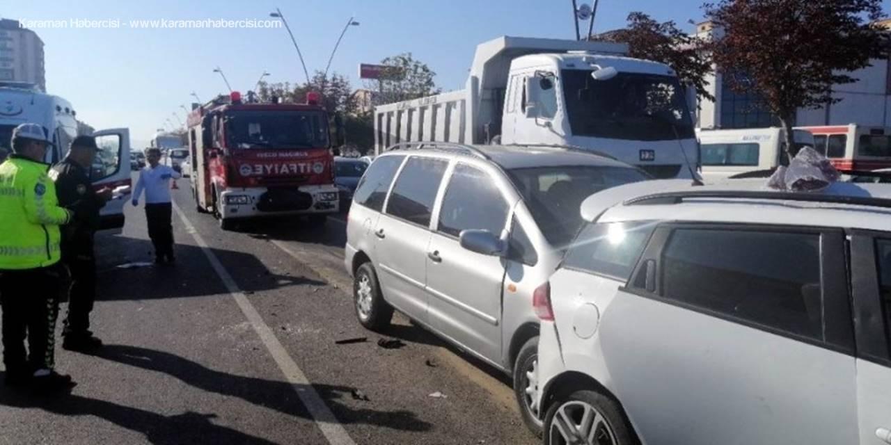 Kayseri'de 4 Aracın Karıştığı Zincirleme Trafik Kazası: 5 Yaralı