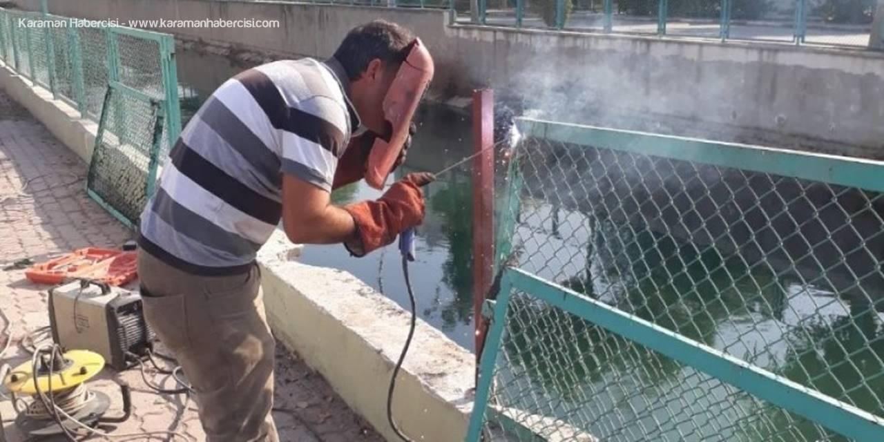 Tarsus'ta Su Kanalları Korkulukları Onarılıyor