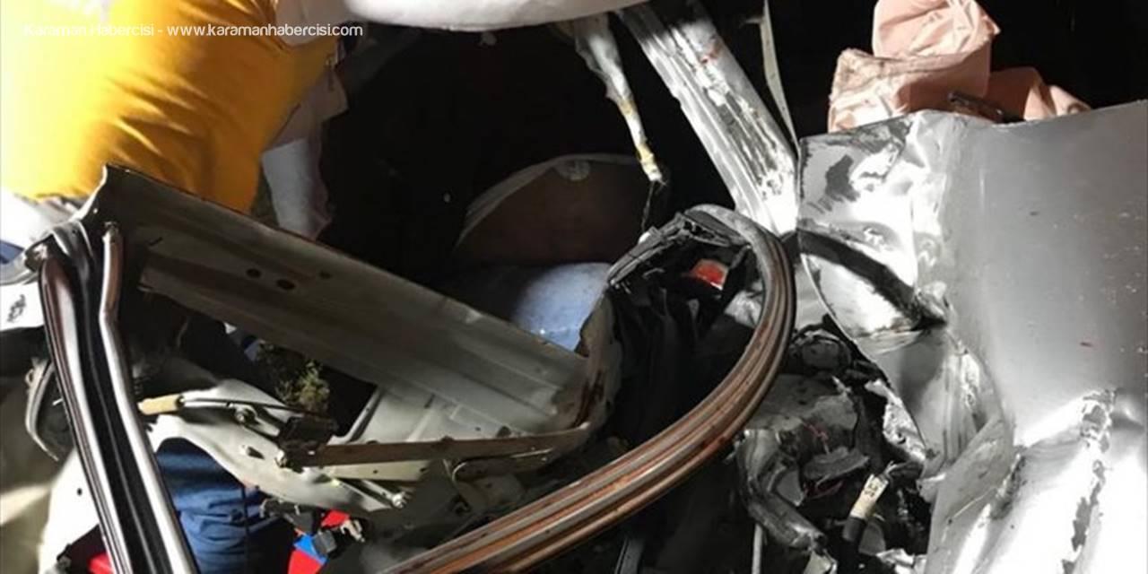 Niğde'de yük treni otomobile çarptı: 1 ölü, 2 yaralı
