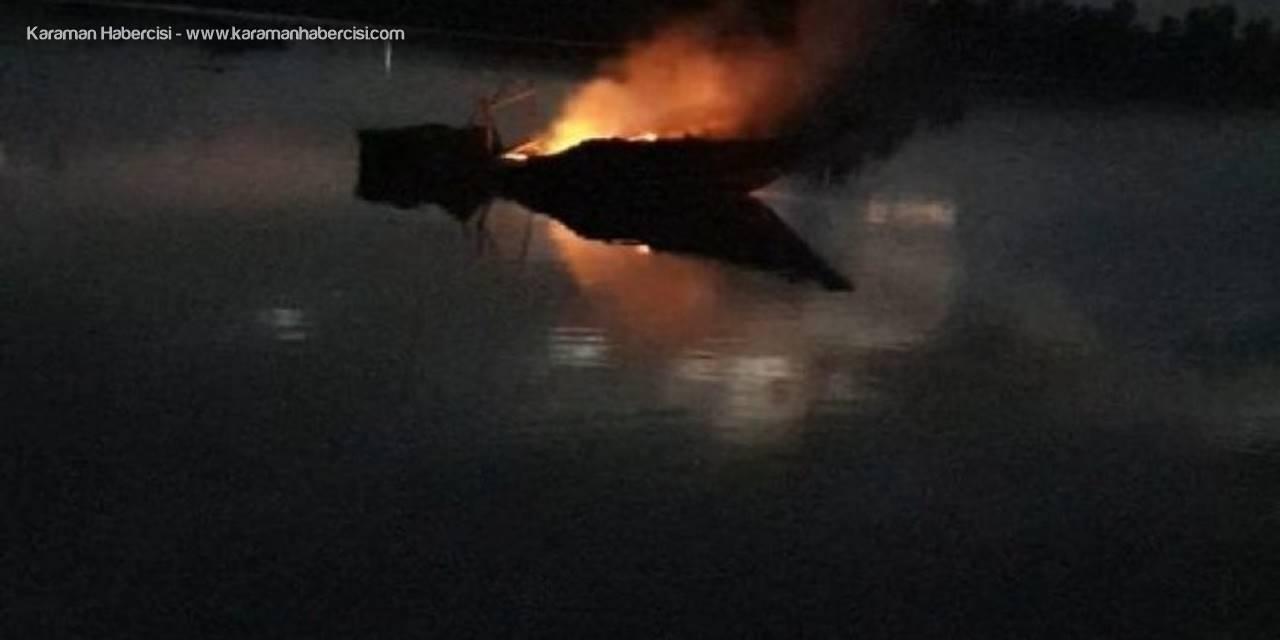 Balıkçı Barınağında Çıkan Yangında 2 Tekne Kullanılmaz Hale Geldi