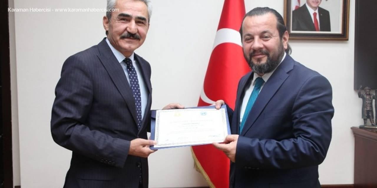 Belediye Başkanı Diplomasını Rektörün Elinden Aldı