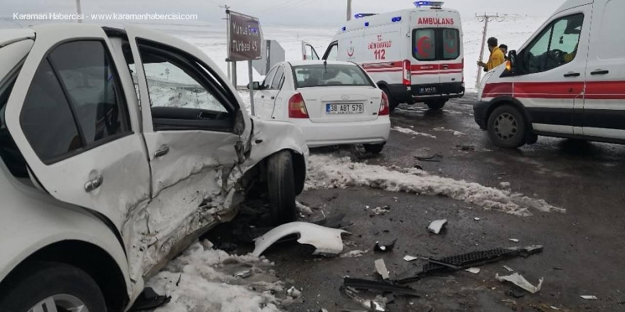 Aksaray'da İki Otomobil Çarpıştı: 6 Yaralı