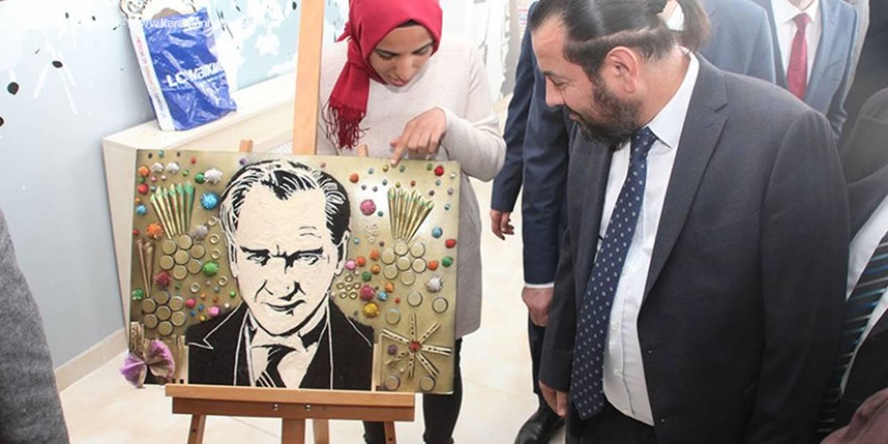 KMÜ'de şehit öğretmenler anısına sergi düzenlendi