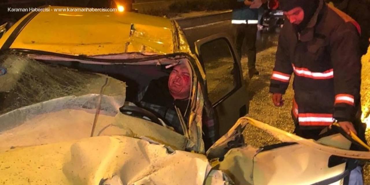 Başkent'te 2 Araca Çarpan Otomobilin Sürücüsü Kabin İçinde Sıkıştı