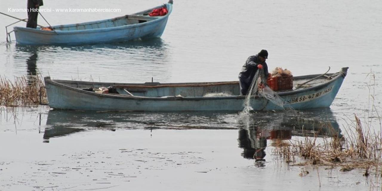 Göle Serilen Ağlar Buz Tuttu, Balıkçıların Mesaisi Zorlaştı