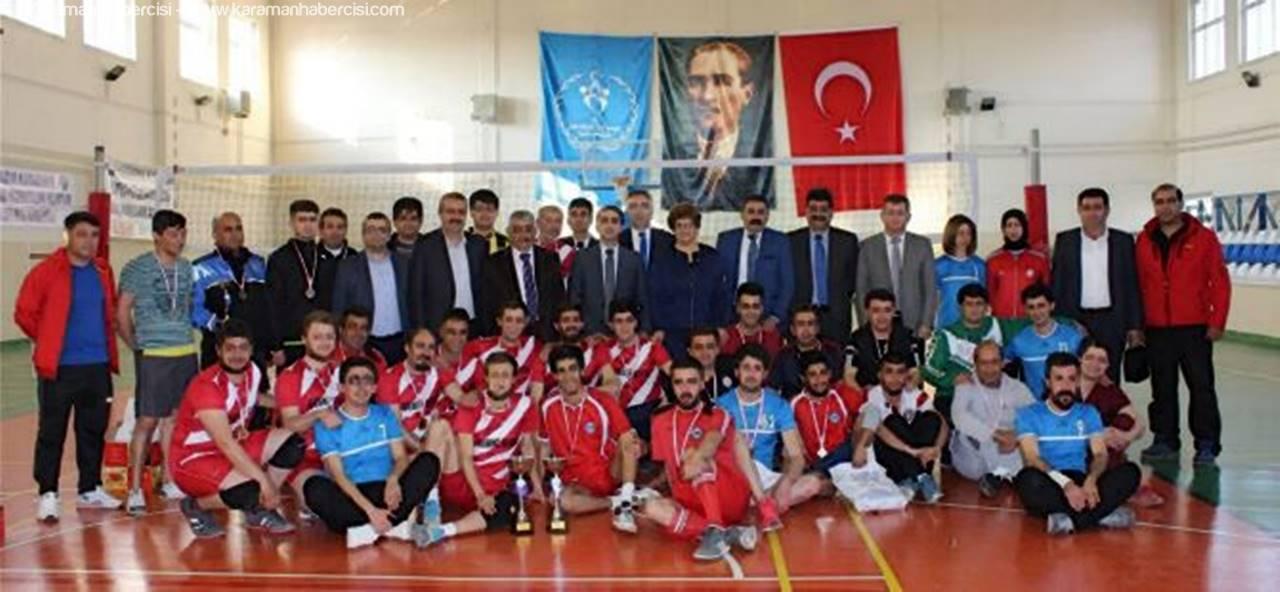 Voleybol'da Gülen Taraf Paşa Gençlik Şevki Spor