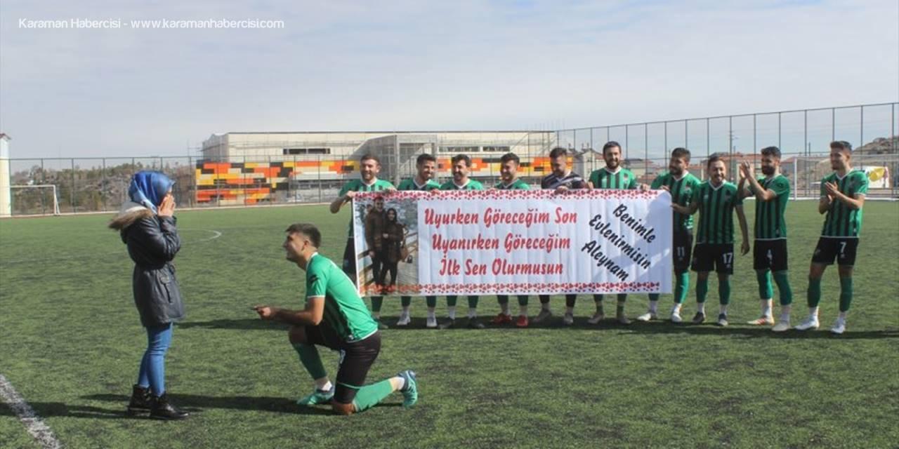 Konya'da Yeşil Sahada Evlenme Teklifi