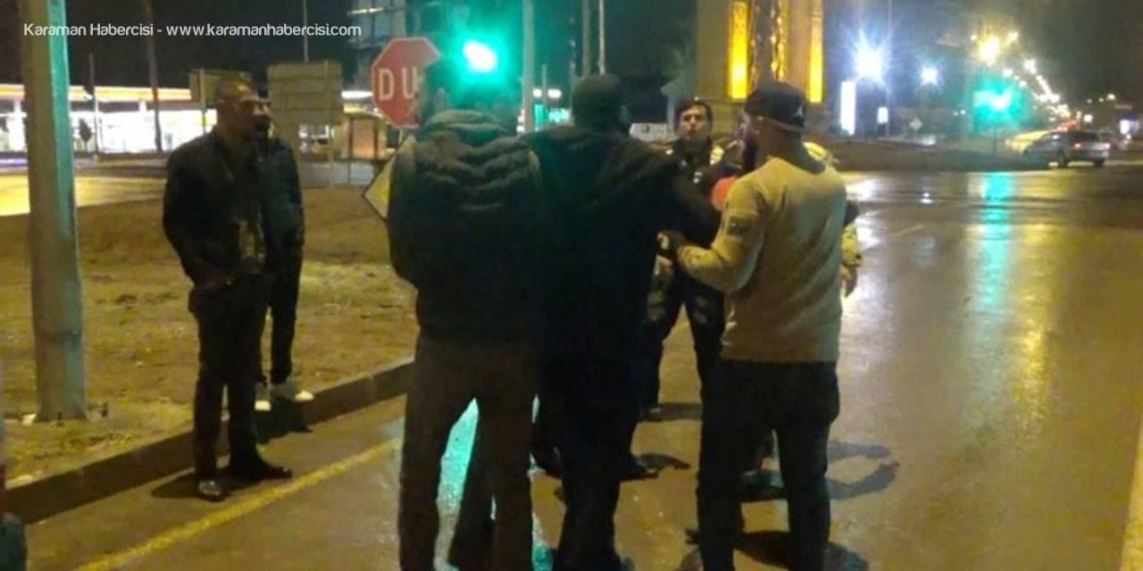 Aksaray'da Trafik Kazasi Sonrası Yol Ortasında Kavga