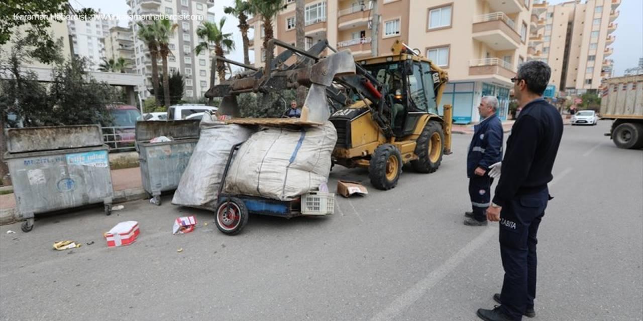 Mersin'de İzinsiz Kağıt Toplayıcıların Aracına El Konuldu