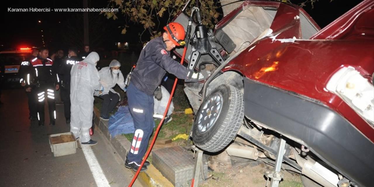 Antalya'da Otomobil Refüjdeki Ağaca Çarptı: 1 Ölü