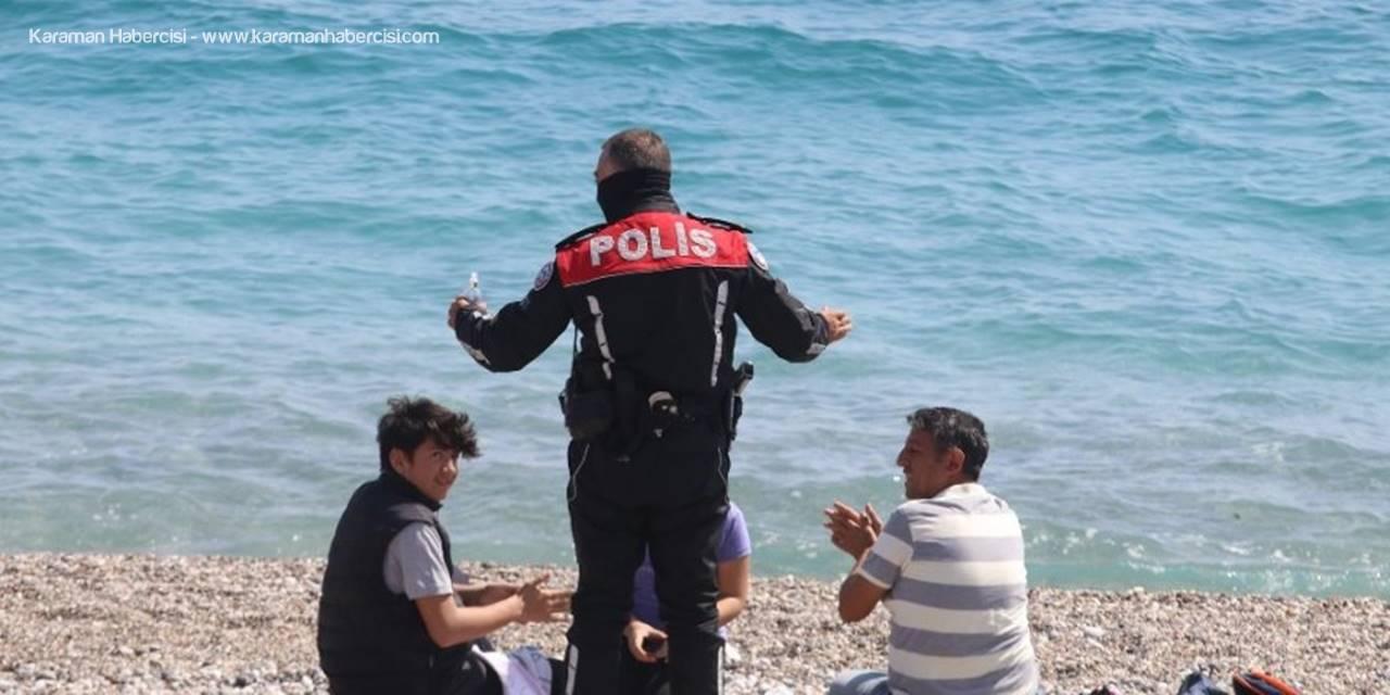 Antalya'nın Ünlü Konyaaltı Sahilinde 'Korona' Vurdumduymazlığı