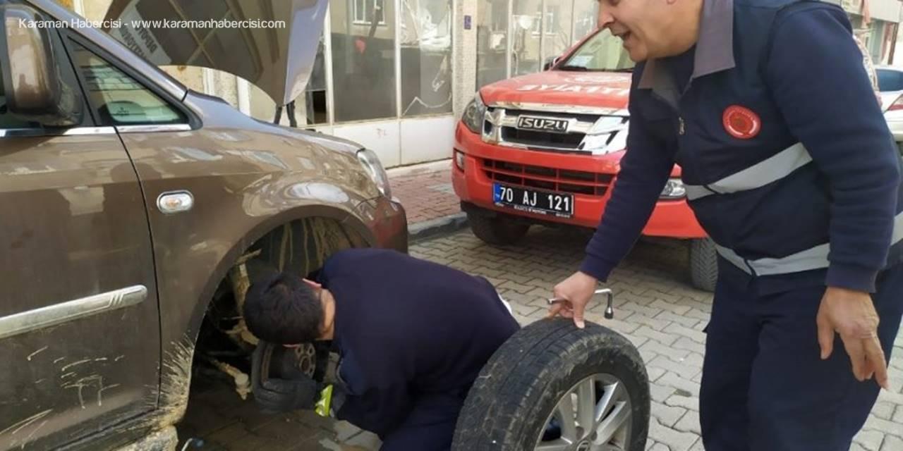 Otomobilde Sıkışan Kedinin Yardımına Karaman İtfaiyesi Yetişti