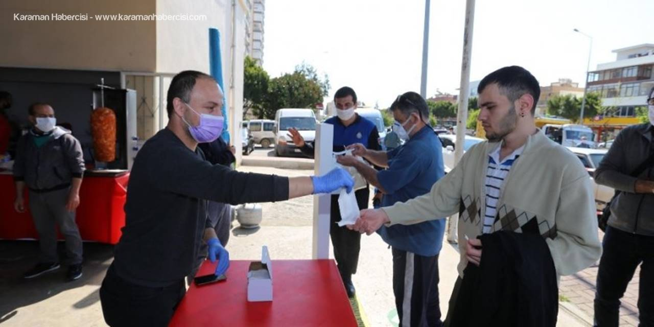 Kepez Belediyesi 11 Semt Pazarında, 2 Günde 27 Bin 800 Maske Dağıttı