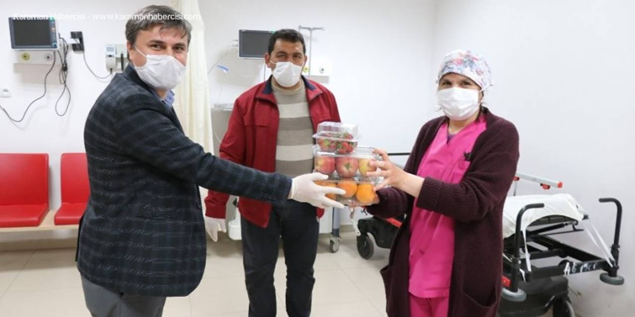Aksaray'da Sağlıkçılara Meyveli Moral Desteği