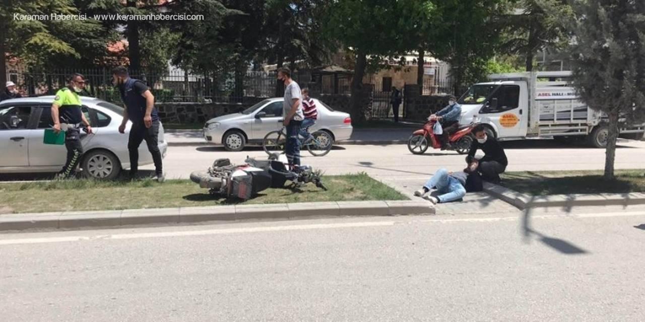 Ereğli'de Otomobilin Çarptığı Elektrikli Bisiklet Orta Refüje Savruldu