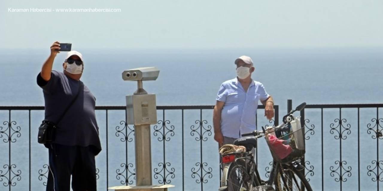 Antalya'da Yaşlı Vatandaşlar 41 Derece Dinlemedi
