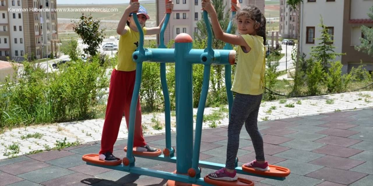 Çocuklar Yeniden Sıcak Havanın Tadını Çıkardı