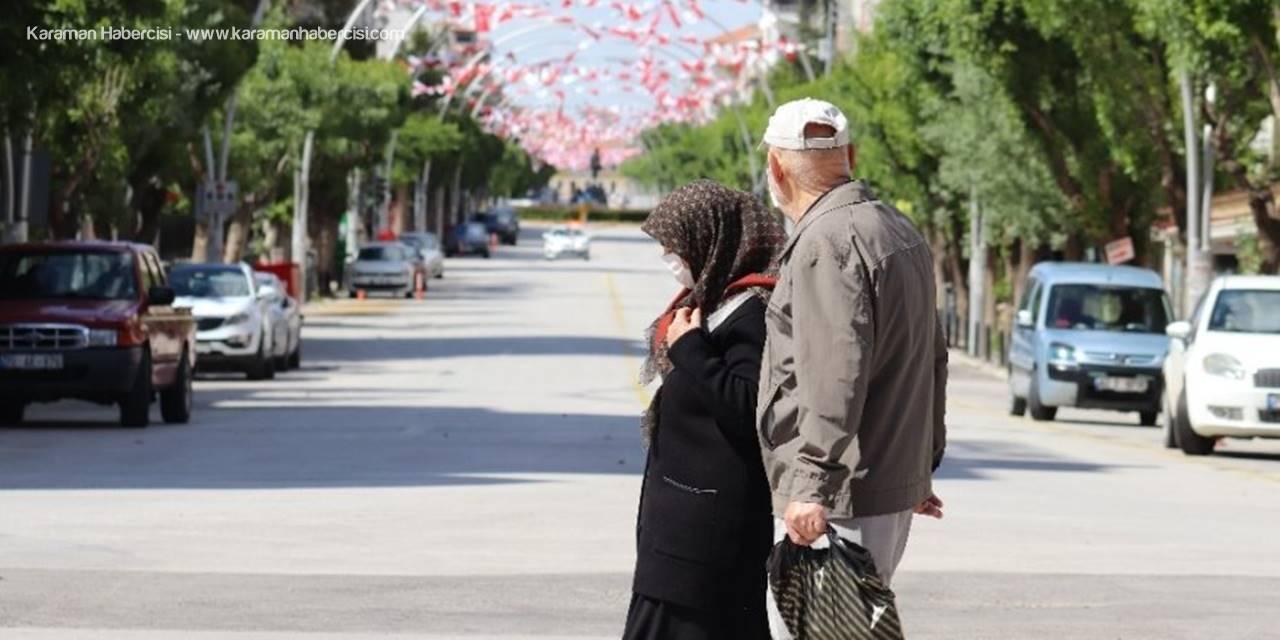 Karaman'da 65 Yaş Üstü Vatandaşlar İznin Tadını Çıkardı