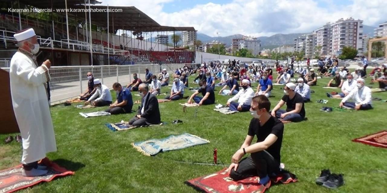 Antalya'da Er Meydanında Korona Sonrası İlk Cuma