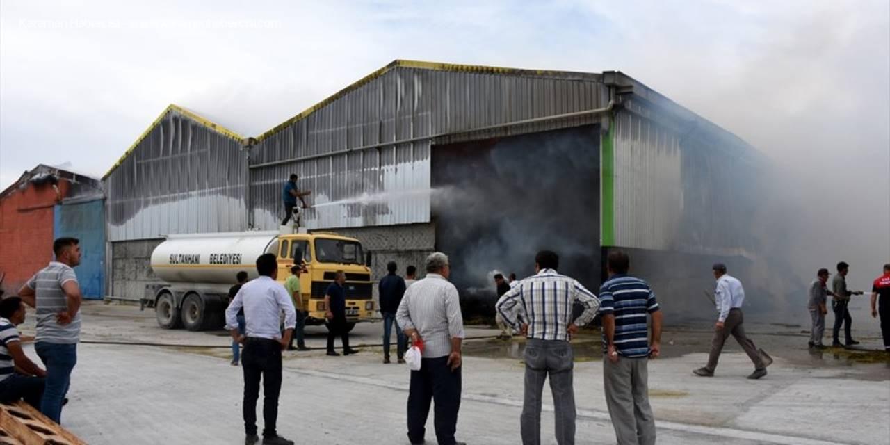 Aksaray'da Yem Fabrikası Balya Balya Yandı