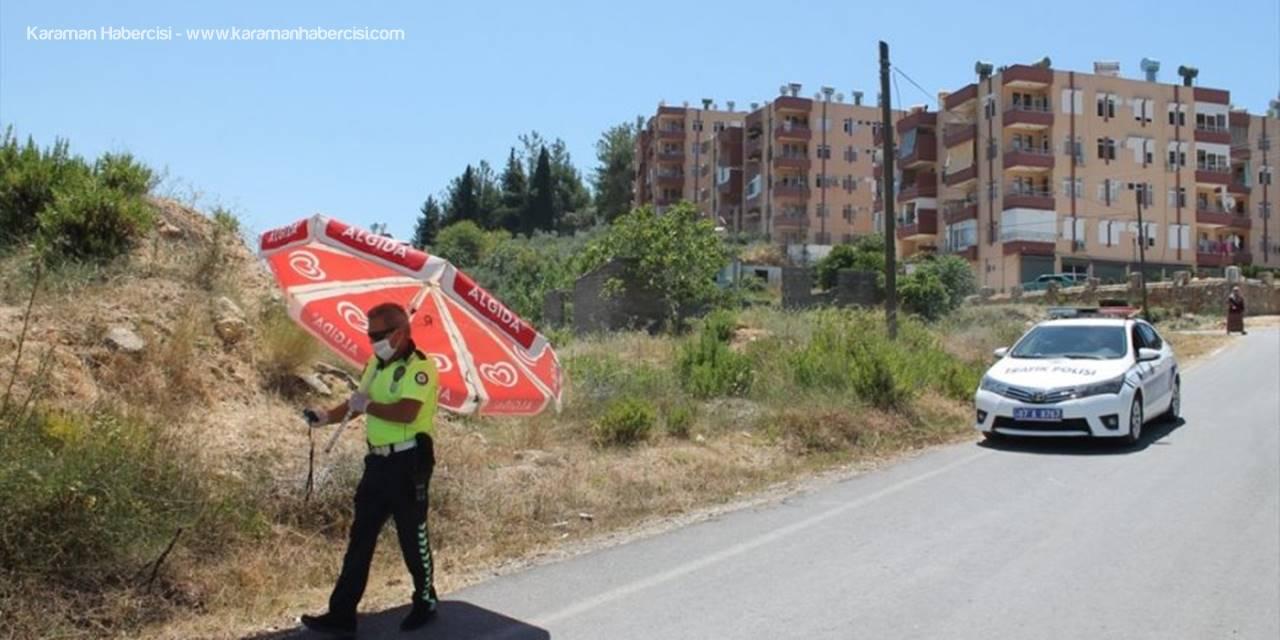 Antalya'da Trafik Kazasına Şemsiyeli Müdahale