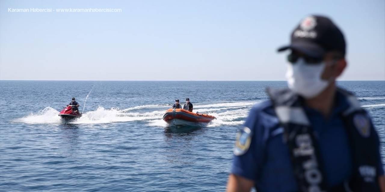 Konyaaltı Plajı'nda Türkçe, Rusça ve İngilizce Uyarı