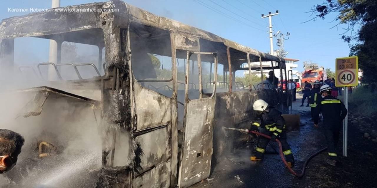 Antalya'da Park Halindeki Servis Otobüsü Yandı