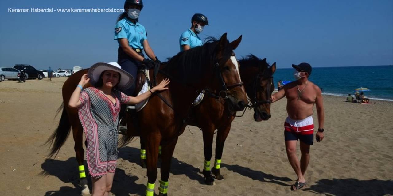 Antalya'da Atlı Jandarma Timi Görenlerin İlgisini Çekiyor