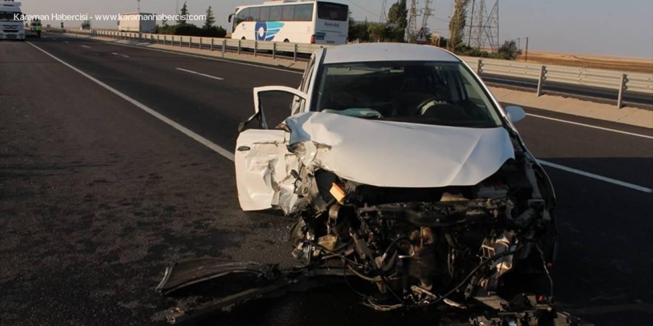 Aksaray'da otomobil tıra çarptı: 2 yaralı