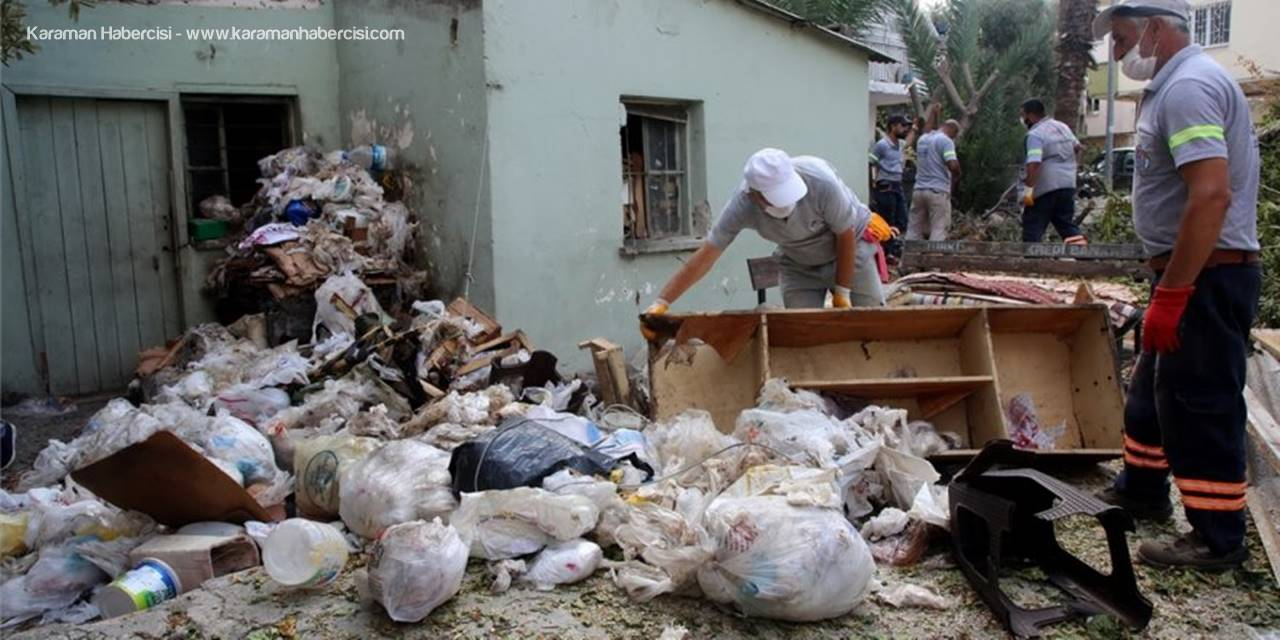 Mersin'de Boş Evden 3 Kamyon Çöp Çıkartıldı