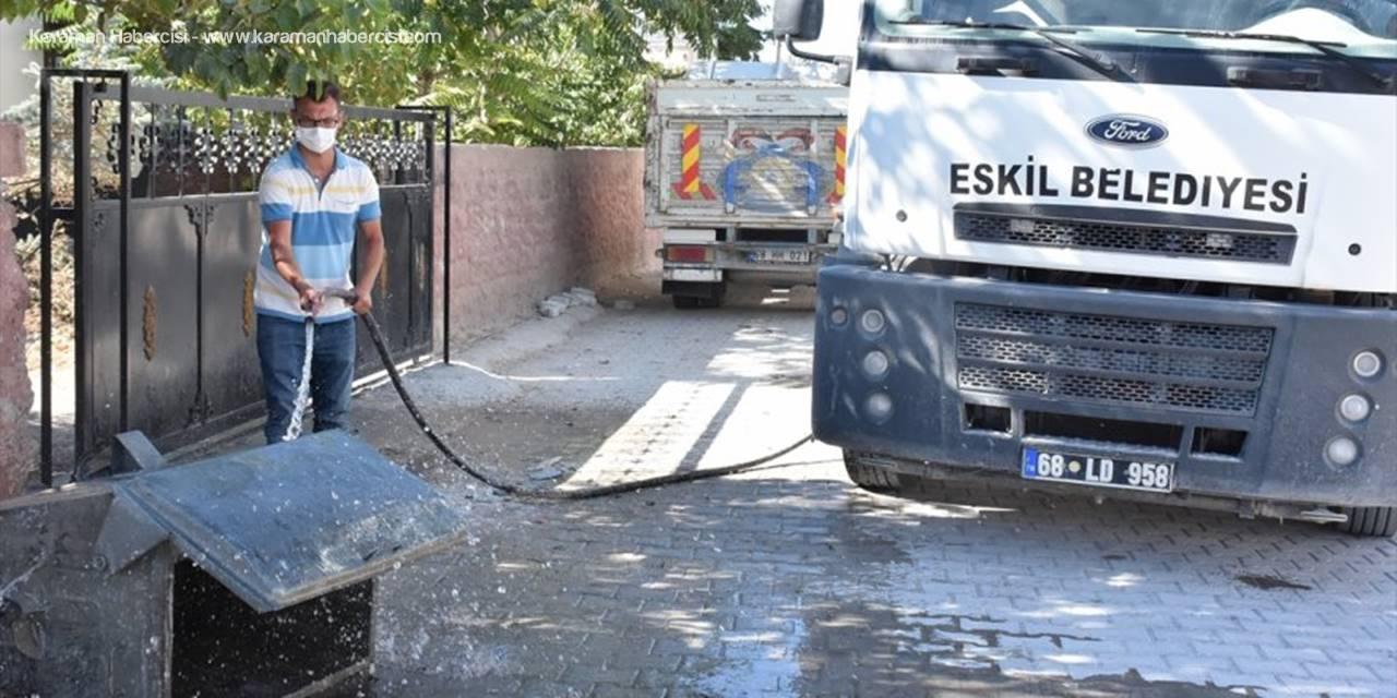 Eskil'de Çöp Konteynerleri Yıkanıp Dezenfekte Ediliyor