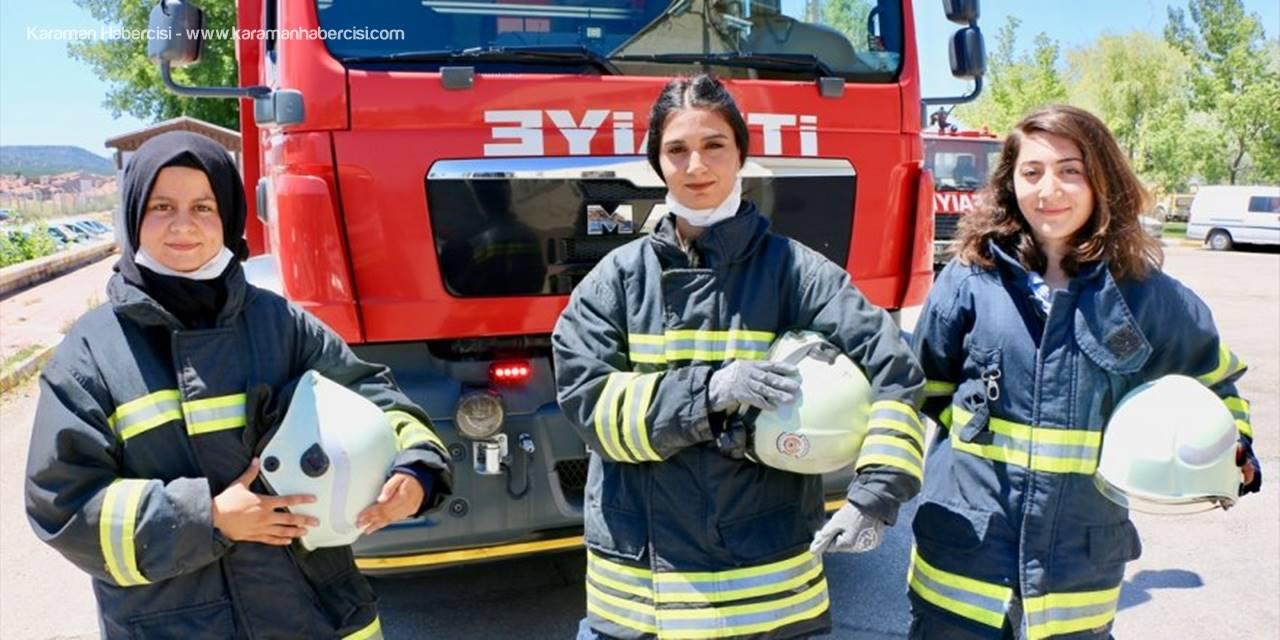 """İtfaiyenin """"Alev Avcısı"""" Kızları Yangına Müdahaleye Hazırlanıyor"""
