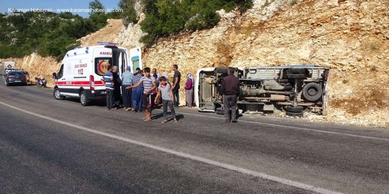 Mersin'de Devrilen Kamyonetteki 2 Kişi Yaralandı