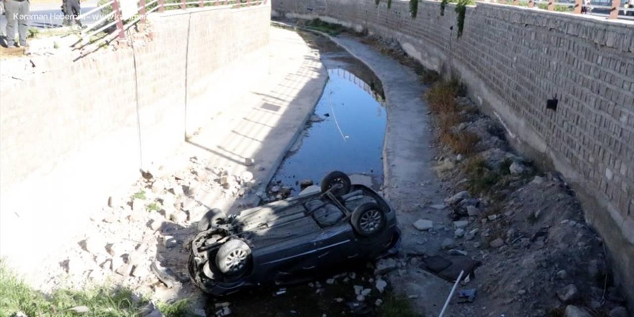 Kayseri'de Otomobil Kanala Devrildi: 2 Yaralı